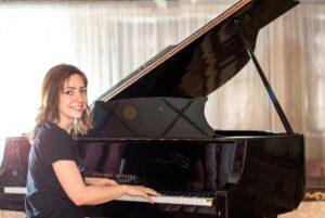 Актриса НЕЖНОСТЬ (Юрий Весняк) уроки фортепиано