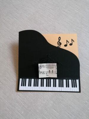 eine handgefertigte Geschenkkarte